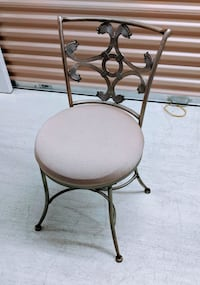 Vanity Stool excellent condition Cherry Hill
