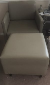 4 Modern leather chairs and 2 ottomans OBO Las Vegas, 89135