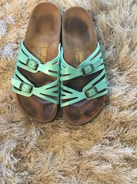pair of teal-and-brown sandals Tualatin, 97062