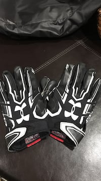 Under Armor football gloves. Men's large Los Angeles, 90042