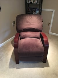 Comfy recliner Woodbridge, 22192