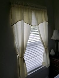 "60"" X 55 1/2 white ivory valance, curtain / window Houston, 77095"