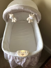 baby's white bassinet Mc Lean, 22102