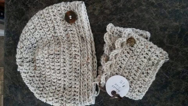 ad17838930c Used Low ponytail hat with matching boot cuffs for sale in Winnipeg ...