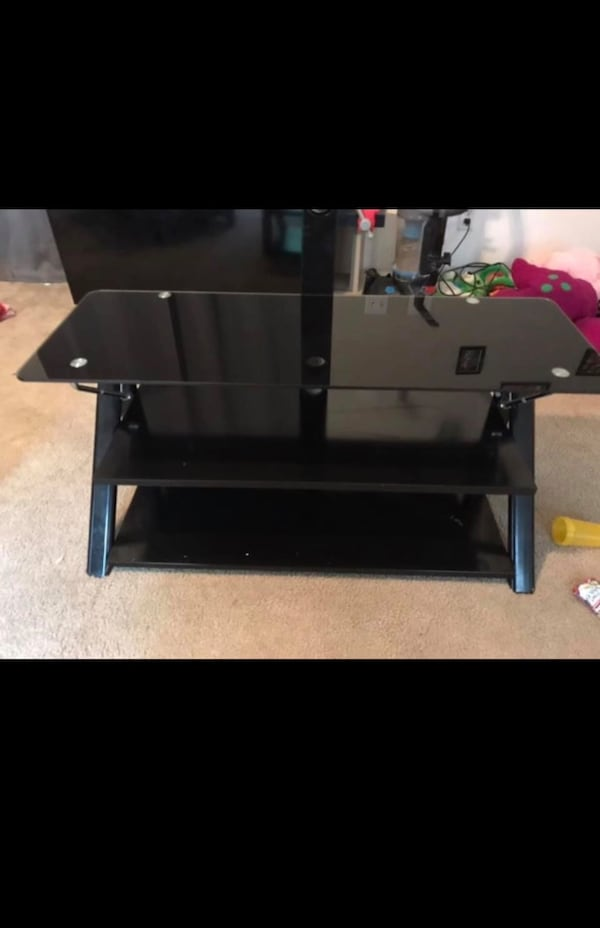 TV stand with Mount  d957f8fc-d7b8-4d77-93b7-101083815ad3