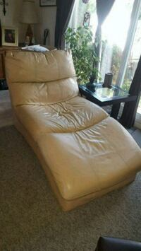 Comfortable Leather chaise lounge Edmonton, T5X