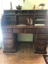 Antique solid wood desk. Good condition. Must pick up. Choctaw, 73020