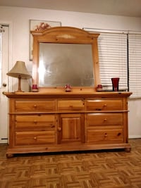Wooden big BROYHILL dresser with 9 drawers and big mirror in good cond Annandale, 22003