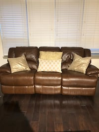 Real leather electronic reclining couch Arlington, 22204