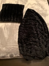 Black pillow /throw excellent condition  Calgary, T1Y 1X7