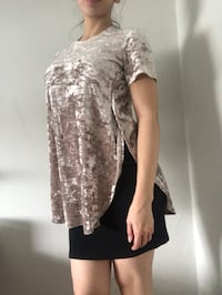 Beautiful top with slits on sides Toronto, M9W 1W1