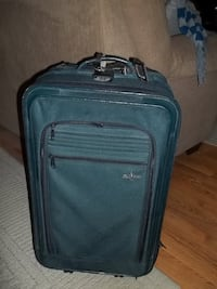 SUITCASE...PRICE REDUCED CHEAPP!!