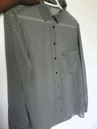 black and white button-up long-sleeved shirt Côte Saint-Luc, H4W 1M3