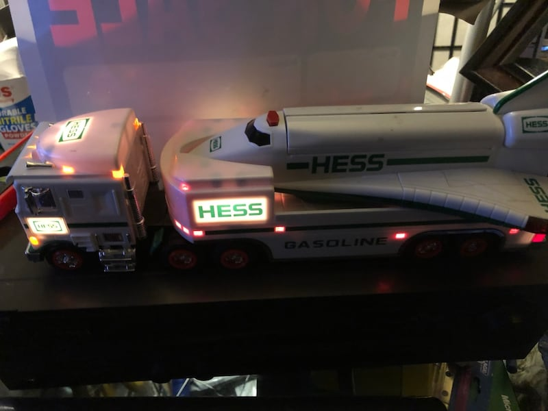 Hess collectibles- Truck & Space Shuttle a67cdae4-3b17-46e9-b10a-412118581abf