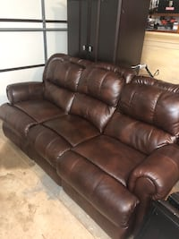 Leather double recliner couch Oklahoma City, 73013