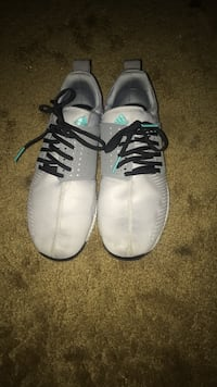 Pair of adidas sneakers Kennewick, 99337