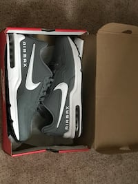 Black-and-white nike air max shoes 11.5 (retail $120) Glen Carbon, 62034