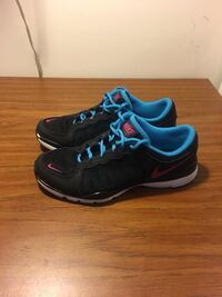 Good used condition Nikes. Women's 7.5   Windsor, N8Y 2P4