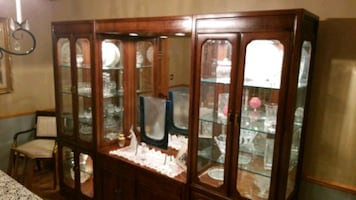 Elegant 5 piece Thomasville lighted display cabinet