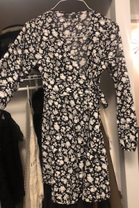 Size 6 (small) black and white floral wrap dress
