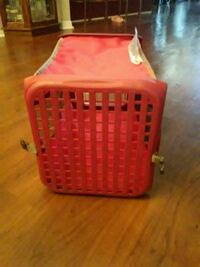 brown and red plastic pet carrier