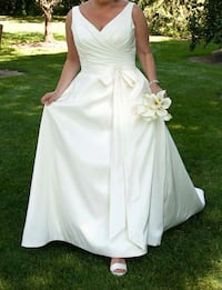 Beautiful Wedding Gown Scugog, L9L 1P6