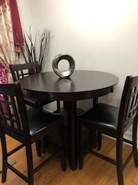 Circular/oval wooden table with four chairs dining set null
