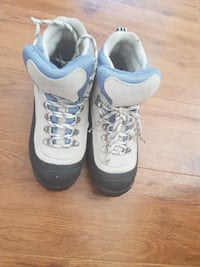 pair of black-and-white boots Kamloops, V2B 1M6