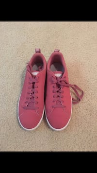 Size 8 adidas shoes practically new Greensboro, 27405