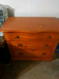 Dresser/Chest of Drawers and Nightstand 1292 mi
