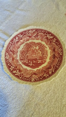 white and maroon floral scallop decorative plate