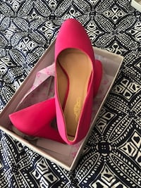 Pair of pink patent leather pumps Flower Hill, 11576
