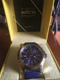 Round silver-colored invicta analog watch with box Kitchener, N2P 1A2