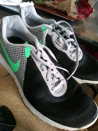 pair of black-and-green Nike running shoes Grand Island, 68801