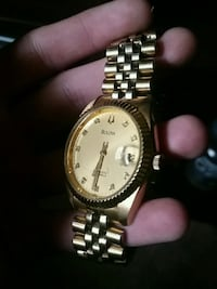 round gold-colored analog watch with link bracelet Calgary, T2C