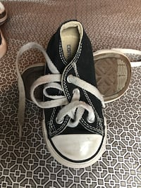 Pair of black and blue converse low-top sneakers Medford, 97501