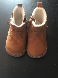 Baby boots/Suede, fur inside/zip up the side