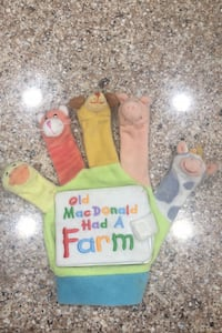 Toys old mac Donald 5 finger puppet in good shapes Glendale Heights, 60139