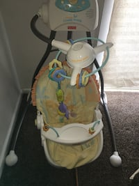 Gently used baby swing in working condition battery operated  Dover, 19904