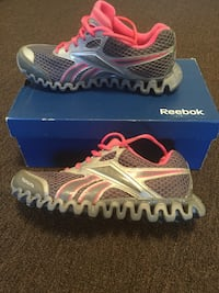 Women's gray pink reebok running shoes Philadelphia, 19135