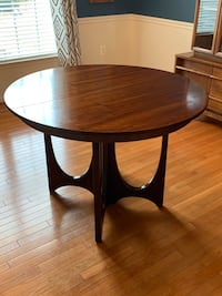 round brown wooden coffee table Boonsboro, 21713