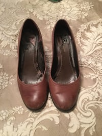 pair of brown leather heeled shoes Saint-Paul, E4T 3R5