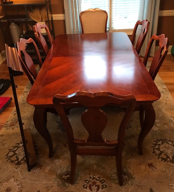 Thomasville solid cherry dining room table with inlaid top