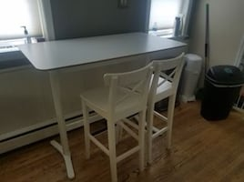 Hightop kitchen table and 4 chairs
