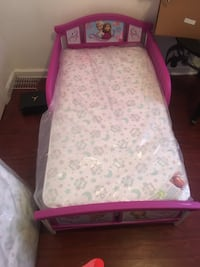 white and pink floral bed mattress Memphis, 38104
