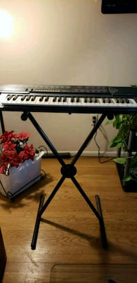 black and white electronic keyboard with stand Laurel, 20723