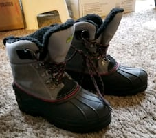 Boys lace up snow boots