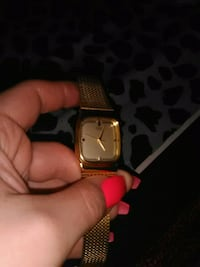 square gold-colored analog watch with link bracelet Windsor, N8Y 2S5