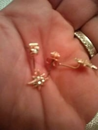 Gold star earrings Paterson, 07503
