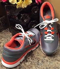 Nike men's gray, orange, & white running shoes ( pls slide to see other photo )-brand new Calgary, T2J